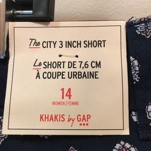 "GAP Shorts - GAP ""the city 3"" short"" navy floral size 14"